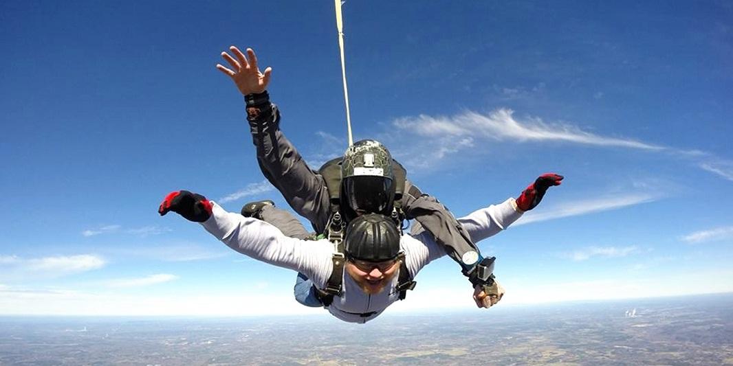 49. Salta en Paracaídas